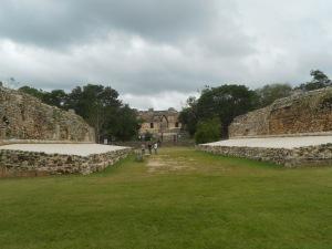 W piłkę grano w całej Mezoameryce. Przegrani często płacili swoimi głowami... Może nasi by lepiej w piłkę grali, gdyby groziło im skrócenie o głowę?